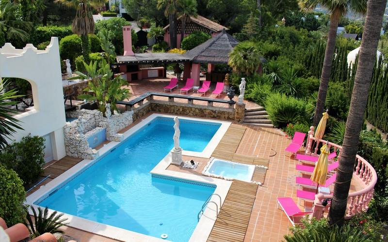 Group travels Roman Style Luxury Villa